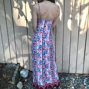 Forever 21 Dresses - Forever 21 contemporary floral maxi dress